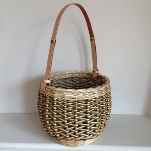 Handbag basket with leather handle